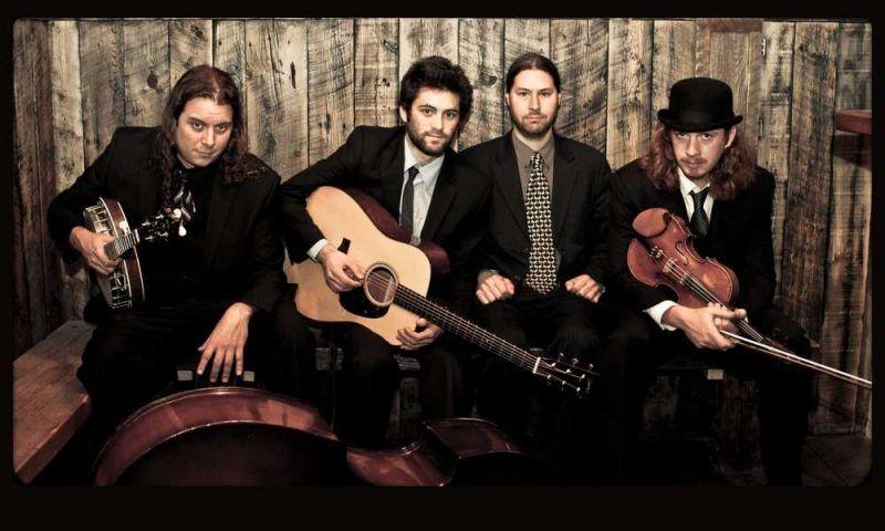 """Henhouse Prowlers, """"el bluegrass tiene algo magnético"""""""