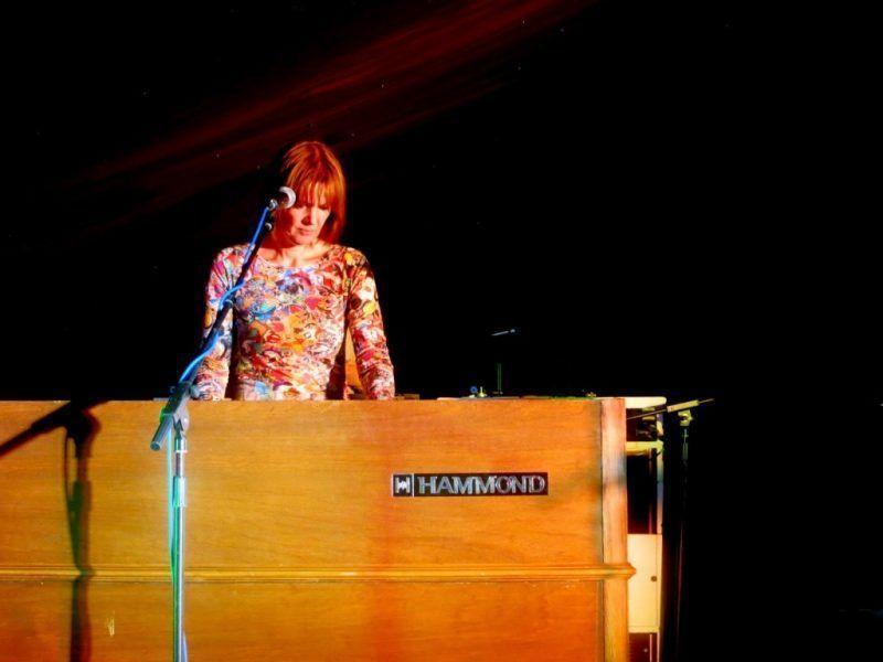 Fay Hallam: Integridad amplificada con Leslie