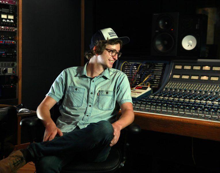 """Andy Ferrell, """"me gusta recordar viejas canciones a los jóvenes"""""""