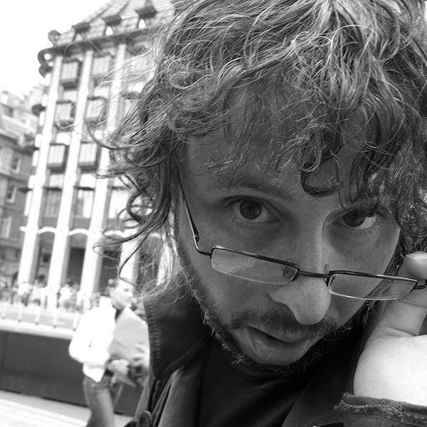 Cómo entrevistar a una estrella de rock y no morir en el intento –  Fernando García (Jus/Malpaso)