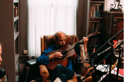 Escucha un tema del homenaje a Merle Haggard de Bonnie Prince Billy
