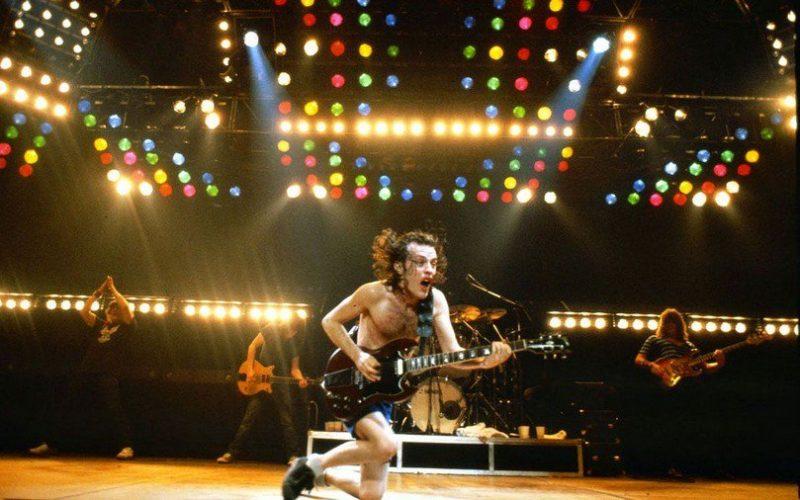 Angus Young (AC/DC), el más broncas del cole