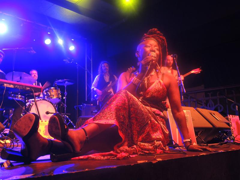 Shirley Davis & The Silverbacks – Sala Príncipe (Granada)